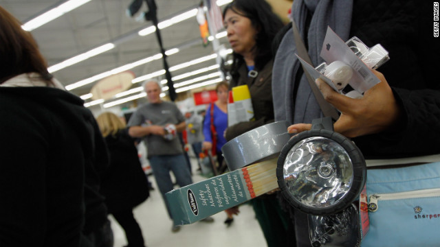 People stock up on supplies in New York as Hurricane Sandy approaches on October 28, 2012.