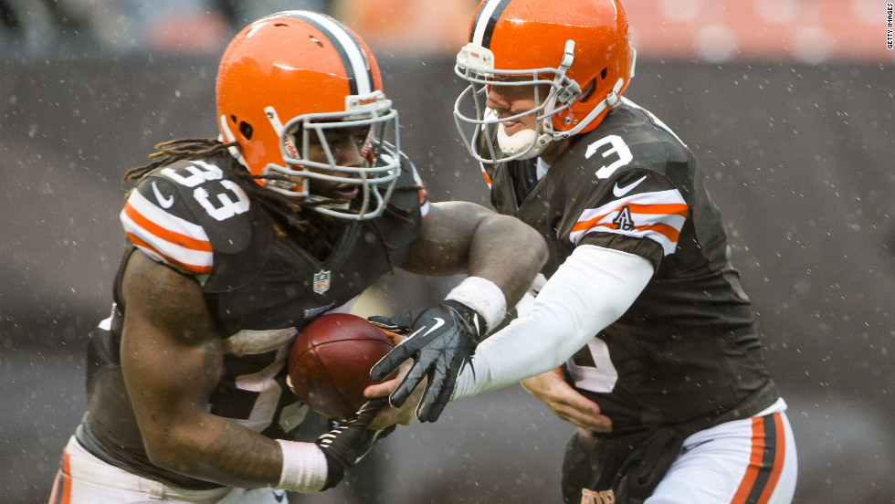 Browns running back Trent Richardson, left, takes a handoff from quarterback Brandon Weeden during the second half on Sunday. The Browns defeated the Chargers 7-6.