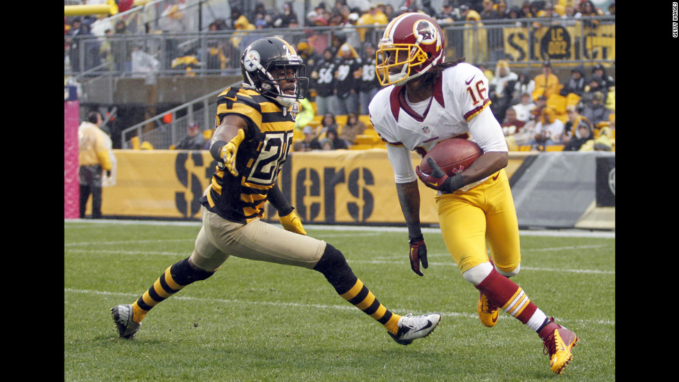 Brandon Banks of the Redskins carries the ball against Cortez Allen of the Steelers during the game on Sunday.