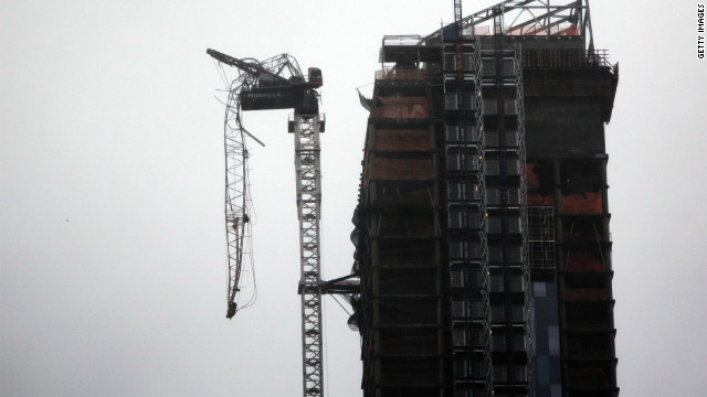 Crane continues to dangle above midtown