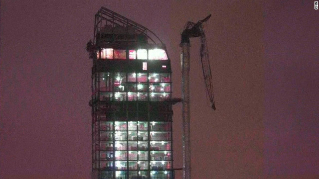 Crane dangles off NYC high-rise