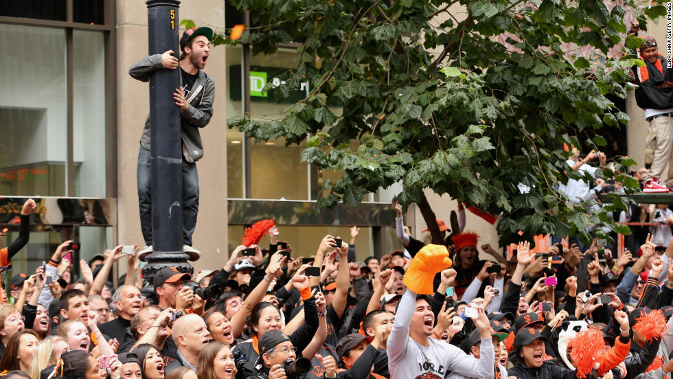 Hundreds of thousands of fans lined Market Street and watched from buildings as the San Francisco Giants celebrated their World Series victory with a homecoming parade.