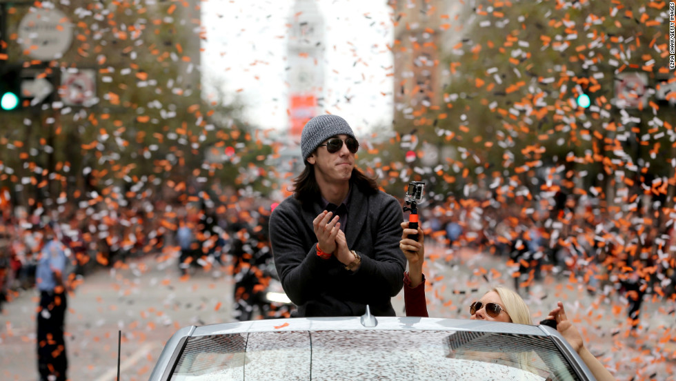 Giants pitcher Tim Lincecum claps during the parade on Wednesday.