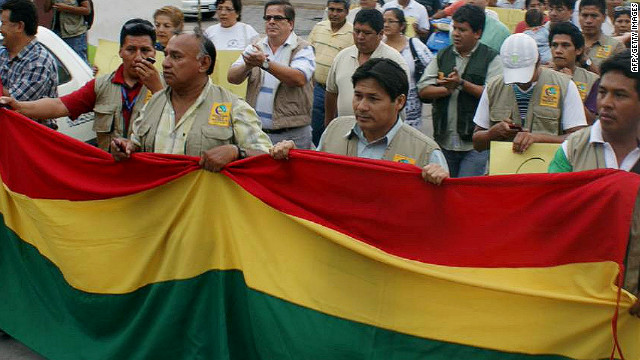 People march in Yacuiba in southern Bolivia, on October 30, 2012 to demonstrate against the attack on Fernando Vidal.