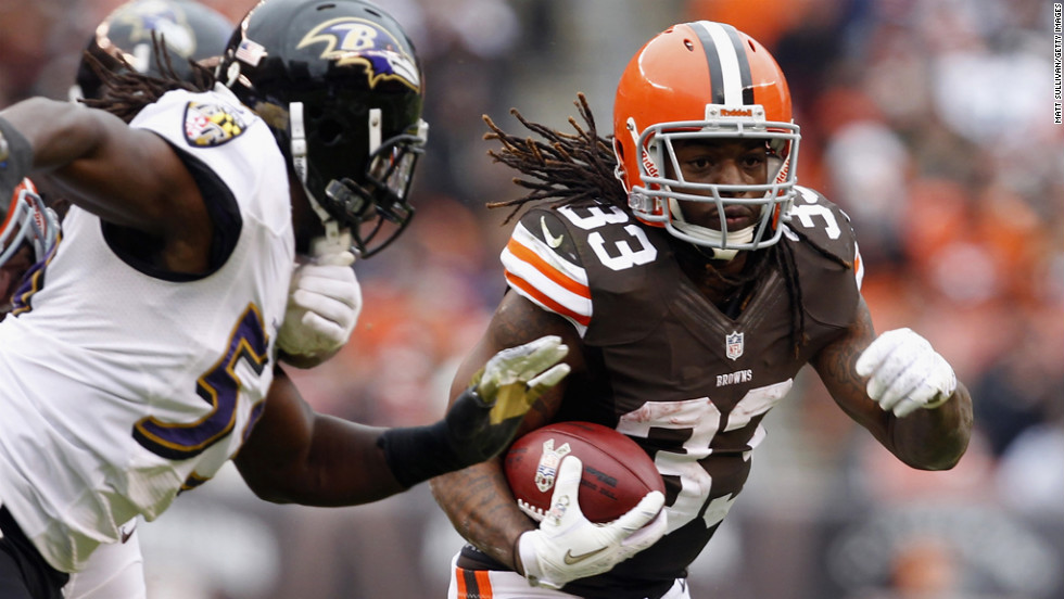 Running back Trent Richardson of the Browns runs by linebacker Dannell Ellerbe of the Ravens on Sunday.