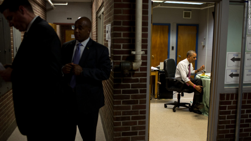 Obama has lunch following an event at the Elm Street Middle School in Nashua, New Hampshire, on Oct. 27, 2012.