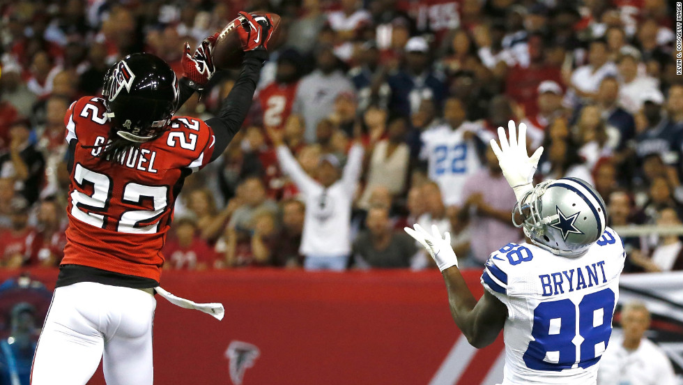 Asante Samuel of the Falcons breaks up a touchdown reception intended for Dez Bryant of the Cowboys on Sunday.