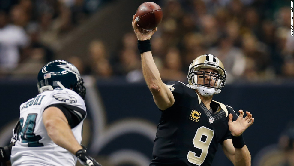 Saints quarterback Drew Brees throws a pass during Monday night's game against the Eagles.