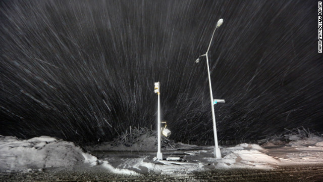 Strong nor'easter batters Sandy victims