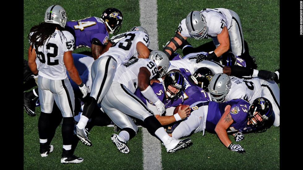 Quarterback Joe Flacco of the Ravens scores a touchdown against the Raiders in the first quarter on Sunday.