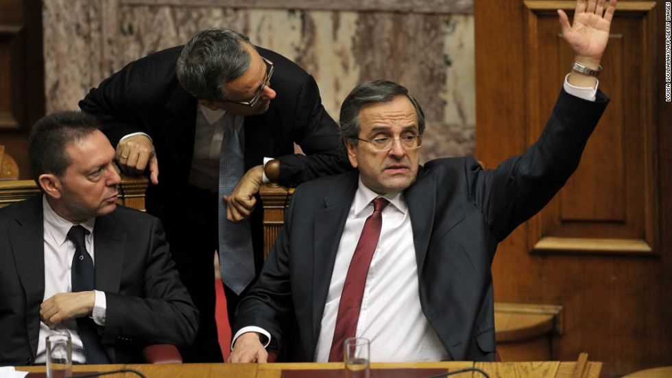 Greek Prime minister Antonis Samaras (R) votes yes for approval of the 2013 budget at the Greek parliament in Athens on November 12, 2012 .