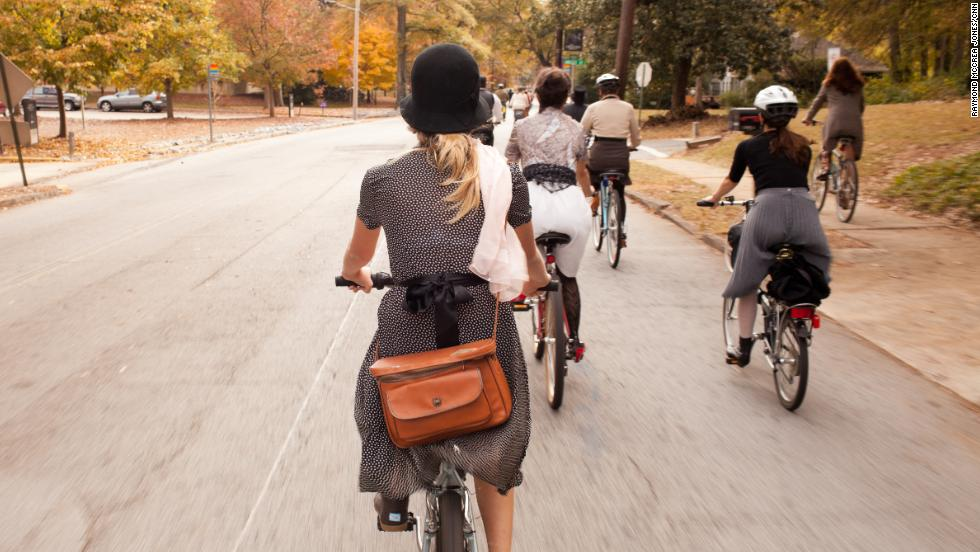 About 70 people gathered in Decatur, Georgia, on Sunday, November 11, for a celebration of period fashion and cycling. Style-centric rides such as this one have been organized around the world, but Sunday was the Atlanta suburb's inaugural Autumn Classic Ride.