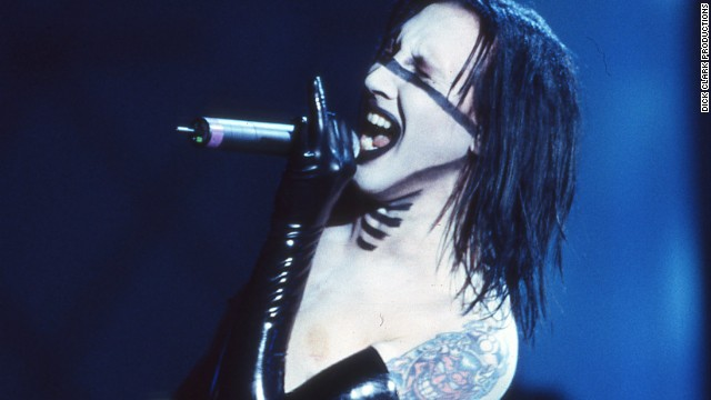 Marilyn Manson performs Disposable Teens at the 2000 AMAs