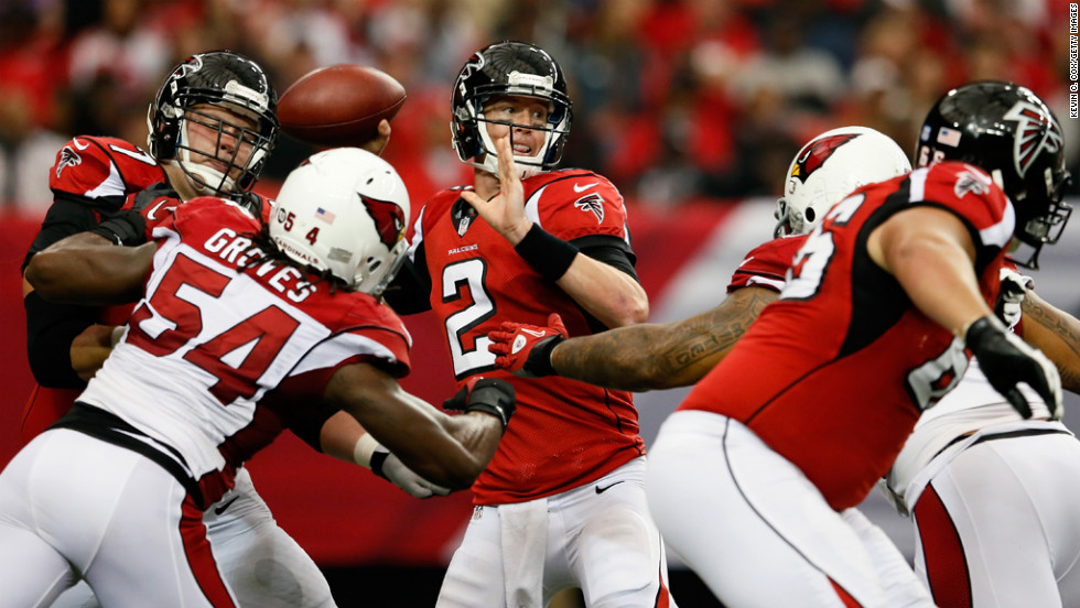 Matt Ryan of the Falcons looks to pass against the Cardinals on Sunday.