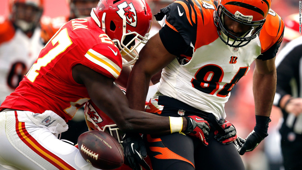 Free safety Abram Elam of the Chiefs strips the ball from tight end Jermaine Gresham of the Bengals after Gresham made a catch on Sunday.