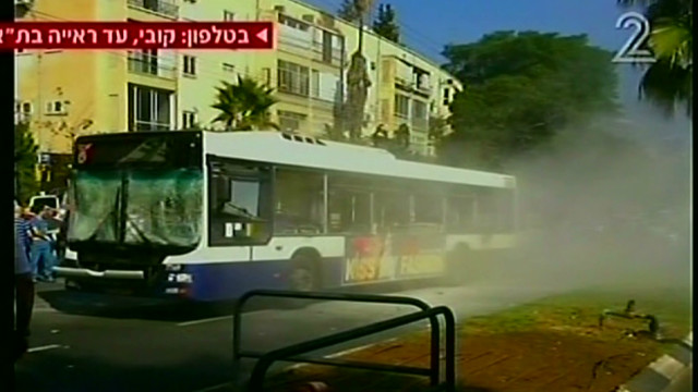 exp early pleitgen bus telaviv_00020509