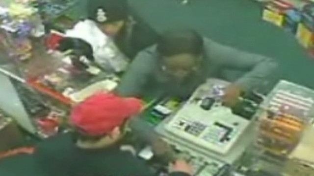 dnt clerk gets snippy with robber_00004820