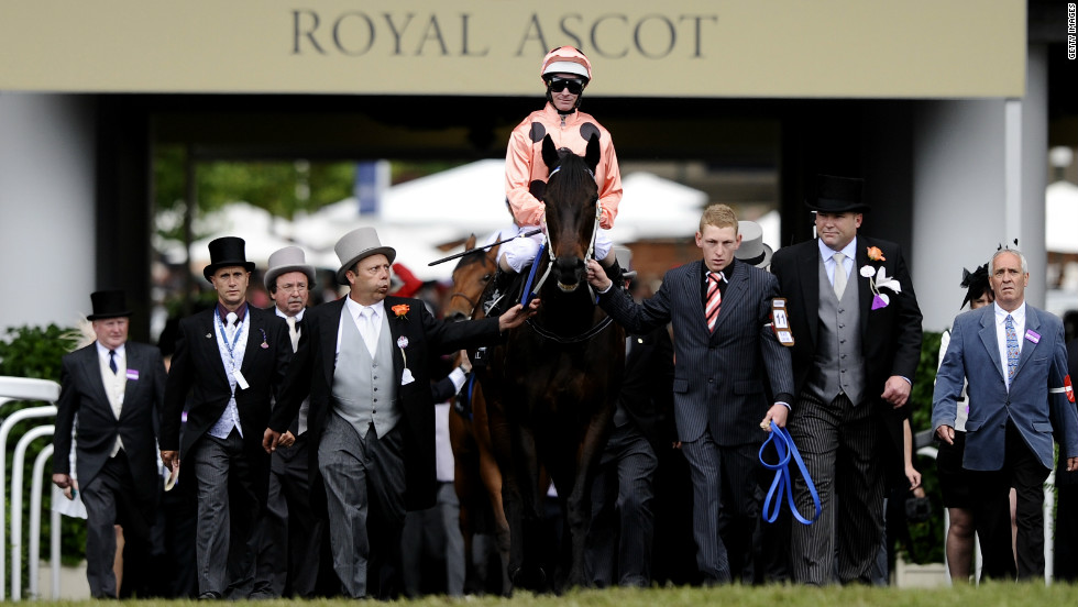 Black Caviar secured her record 22 consecutive win at Royal Ascot in July. Despite a leg injury she took the prestigious Diamond Jubilee Stakes in a nailbiting finish against France's Moonlight Cloud.