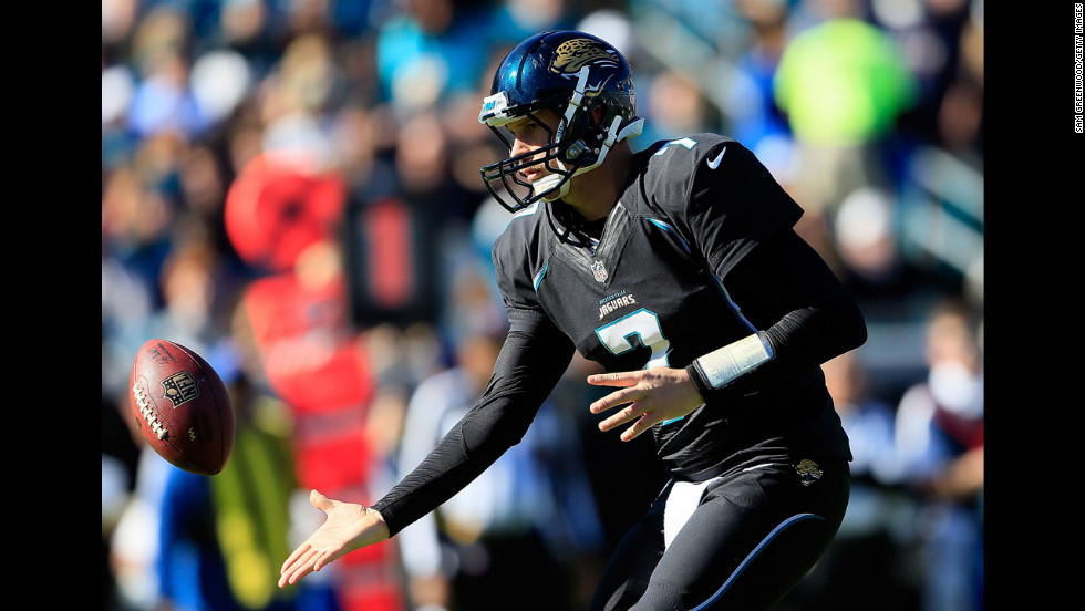 Chad Henne of the Jaguars pitches the ball against the Titans on Sunday.