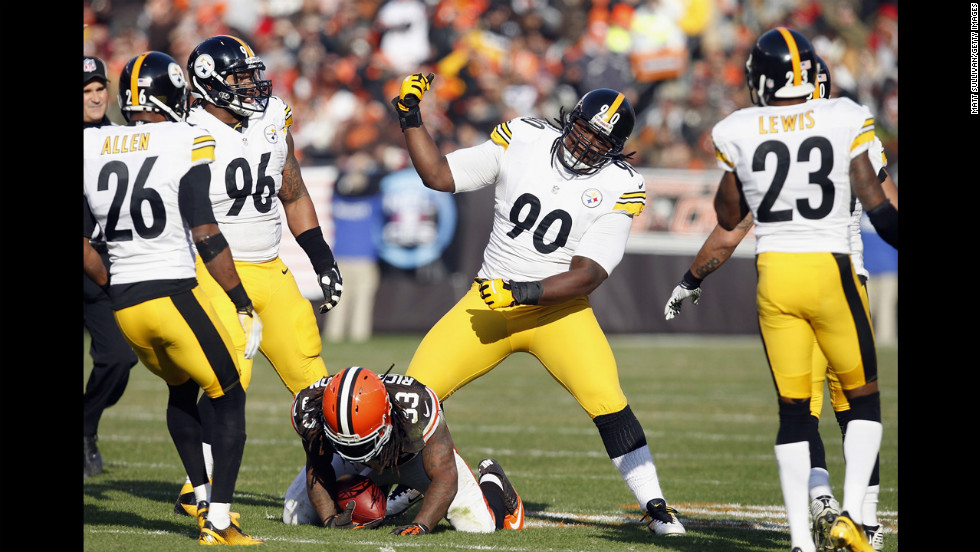 No. 90 Steve McLendon of the Steelers celebrates with teammates after tackling running back Trent Richardson of the Browns on Sunday.