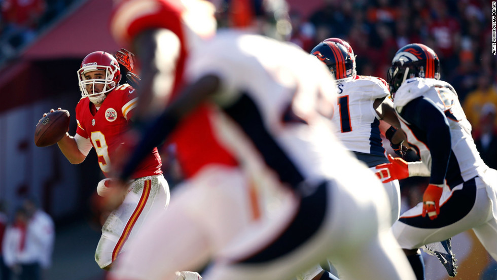 Quarterback Brady Quinn of the Chiefs scrambles against the Broncos on Sunday.