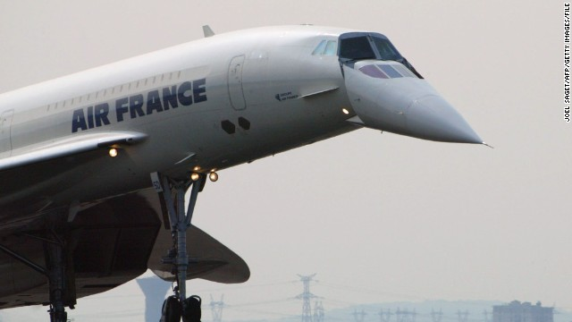 (File photo) Concorde lands in Paris after its last transatlantic flight for Air France in 2003.