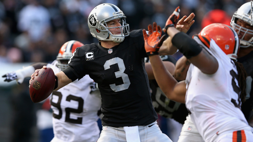 Carson Palmer of the Oakland Raiders throws the ball against the Cleveland Browns on Sunday.