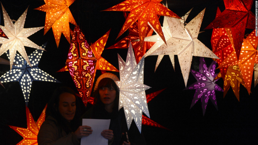 Artisanal lights go on sale at Berlin's winter market.
