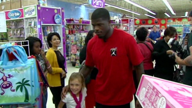 2012: Texans player takes kids shopping