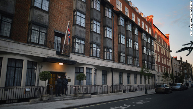 LONDON, ENGLAND - JUNE 04:  Police stand outside of King Edward VII Hospital where Prince Philip, Duke of Edinburgh was today admitted with a bladder infection on June 4, 2012 in London, England. The Duke of Edinburgh was taken to hospital from Windsor Castle with a bladder infection and will remain under observation for a few days, subsequently missing the rest of the Diamond Jubilee celebrations.  (Photo by Jeff J Mitchell/Getty Images)