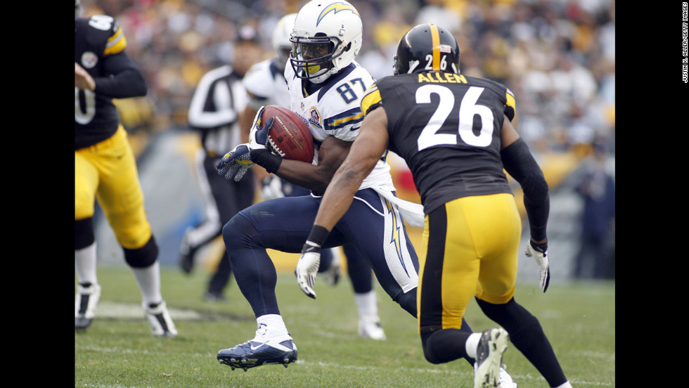 Chargers wide receiver Micheal Spurlock carries the ball on a punt return against the Steelers on Sunday.