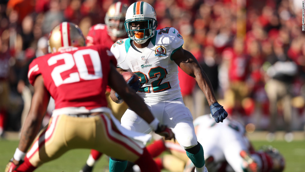 Dolphins running back Reggie Bush runs with the ball during the game against the 49ers on Sunday.