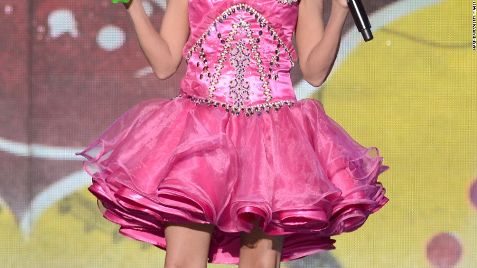 Dressed like Honey Boo Boo, Kristin Chenoweth hosts the 2012 American Country Awards in Las Vegas.
