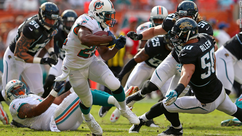 Reggie Bush of the Dolphins rushes during a game against the Jaguars on Sunday.