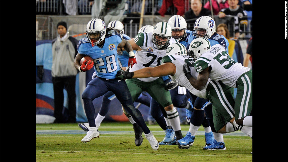 Titans running back Chris Johnson breaks through the defense of the Jets for a 94-yard touchdown run on Monday.