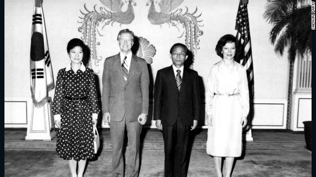 Park Geun-hye poses in a 1979 group photo with former U.S. president Jimmy Carter in the Blue House.