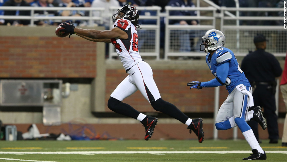 Roddy White of the Atlanta Falcons catches a 44-yard pass on Saturday.