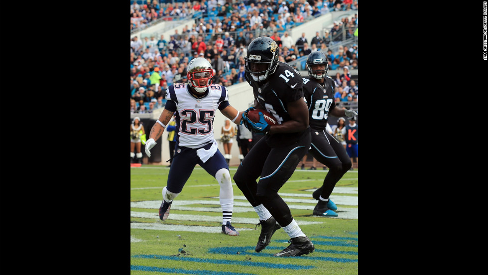 Justin Blackmon of the Jaguars makes a reception for a touchdown against the Patriots on Sunday.
