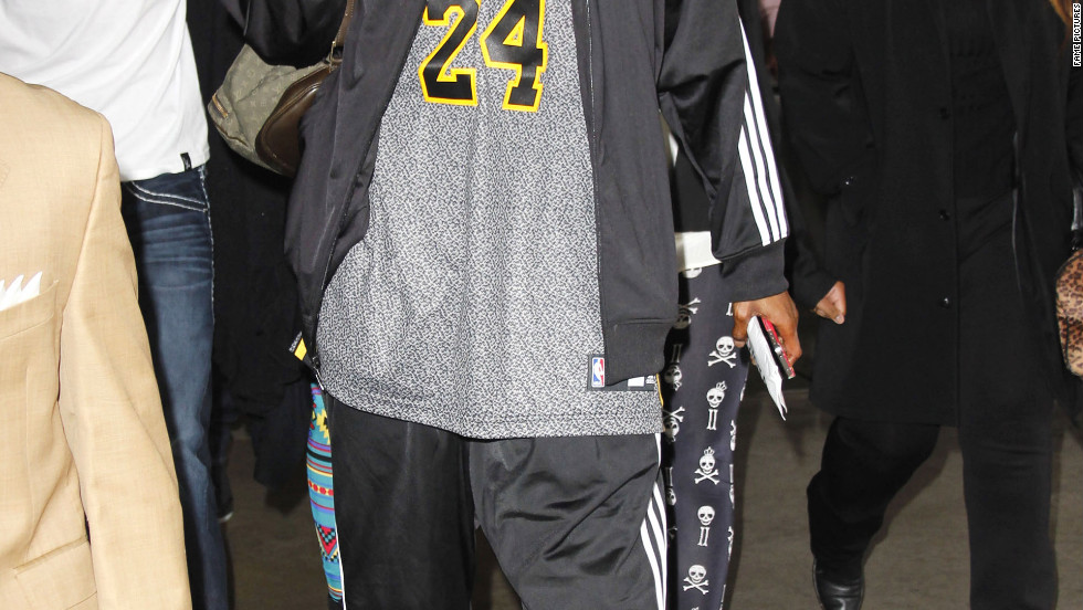 Snoop Dogg supports the Los Angeles Lakers.