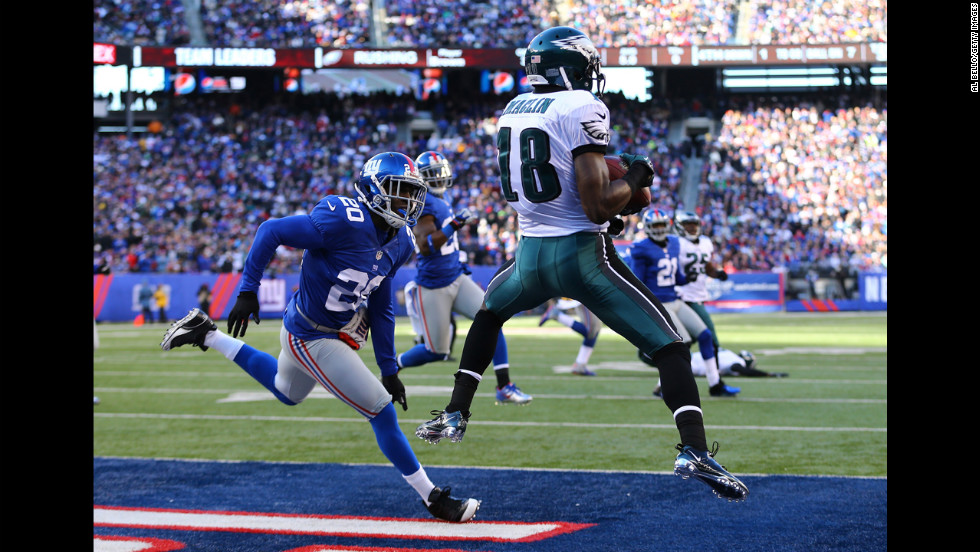 Jeremy Maclin of the Philadelphia Eagles catches a touchdown on Sunday.