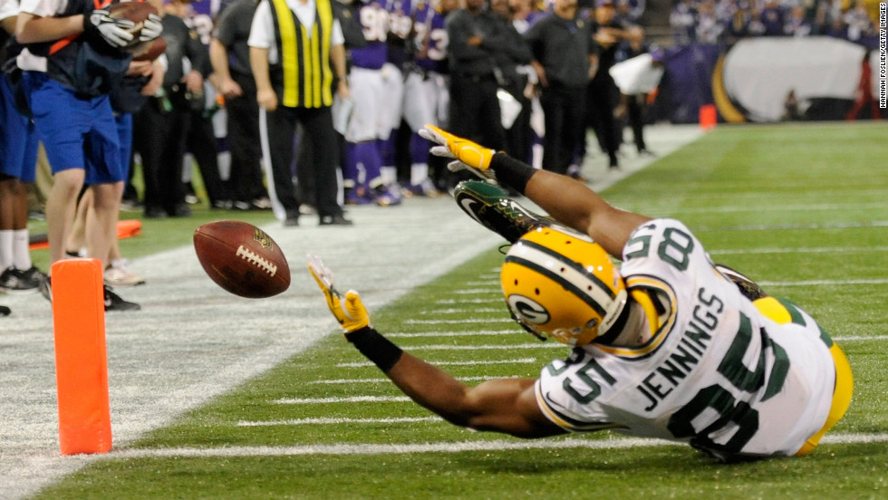 Greg Jennings of the Green Bay Packers misses a reception at the goal line during the second quarter of the game against the Minnesota Vikings on Sunday.