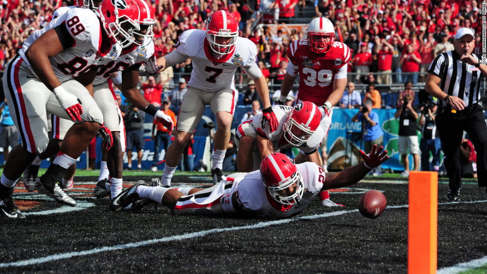 Richard Samuel IV of the Georgia Bulldogs is unable to recover a blocked punt in the end zone against the Nebraska Cornhuskers. Georgia would be awarded a safety for a 2-0 lead.