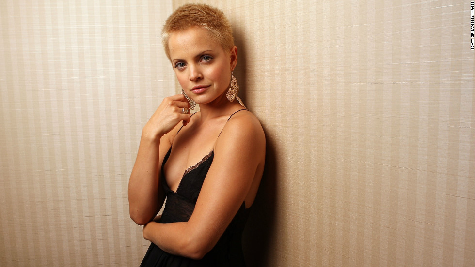 "Mena Suvari totally worked it in 2007 after she shaved her head for a role in the film adaptation of ""The Garden of Eden."""