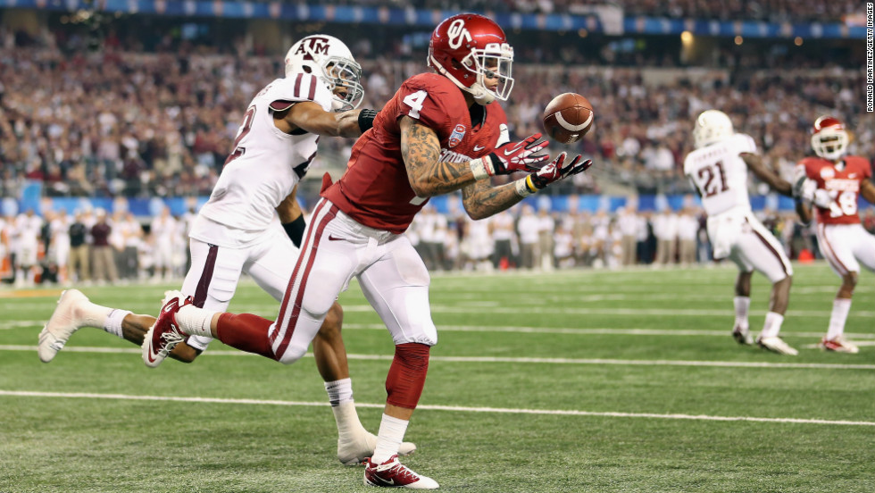 Kenny Stills of the Sooners drops a pass against Dustin Harris of the Aggies on January 4.