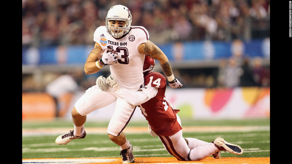 Mike Evans of the Aggies runs the ball against Aaron Colvin of the Sooners on January 4.