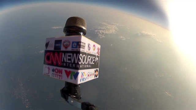 vo  cnn mic fllag up in space_00004214