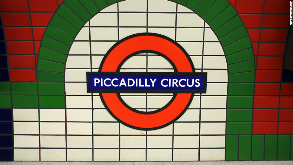 In English, Piccadilly Circus is synonymous with traffic chaos. Several routes meet at the busy road junction above the Tube station, in the heart of London's theaterland.