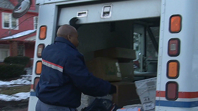 Postal carrier saves 91-year-old