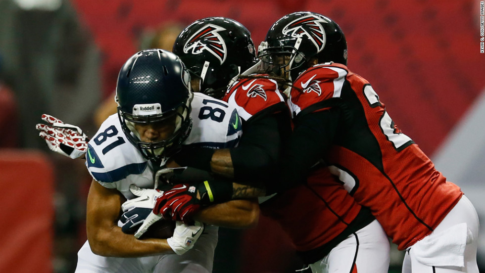 Golden Tate of the Seahawks catches the ball against No. 23 Dunta Robinson and No. 28 Thomas DeCoud of the Falcons in the second quarter on Sunday.