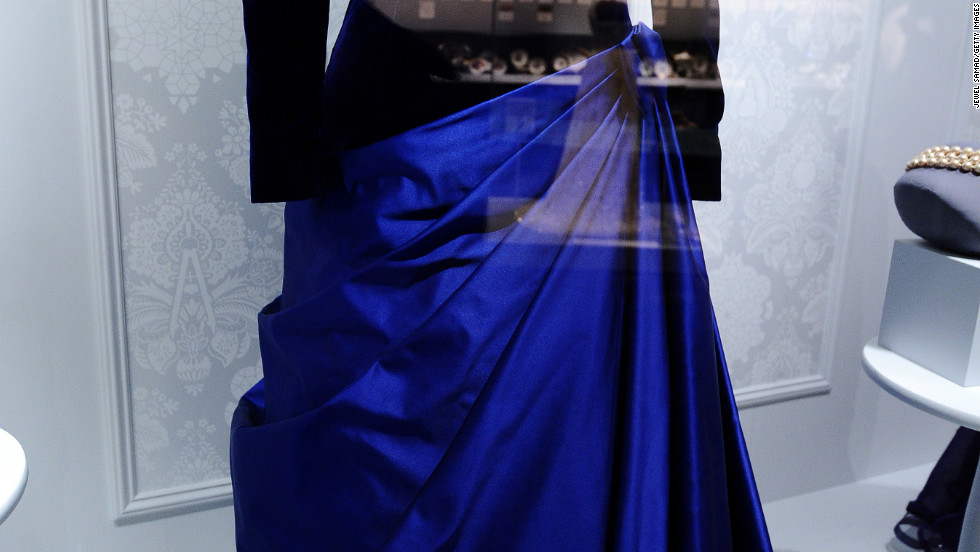 The dress Barbara Bush wore to George H.W. Bush's presidential inaugural ball in 1989  displayed in the Smithsonian Museum of American History.